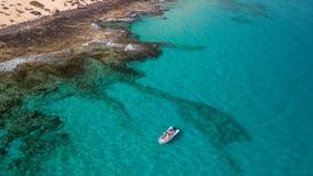 I turisti visitano la costa di Fuerteventura con servizio di taxi immagine stock