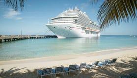 I Turks and Caicos Islands - nave da crociera immagini stock libere da diritti