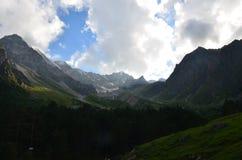 I utlöparen av Mount Elbrus Royaltyfri Fotografi