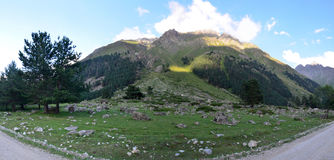 I utlöparen av Mount Elbrus Royaltyfria Foton