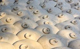 I vasi ceramici, barattoli di argilla fioriscono, villaggio dell'artigianato di Thanh Ha, Hoi An, Vietnam Immagine Stock