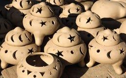 I vasi ceramici, barattoli di argilla fioriscono, villaggio dell'artigianato di Thanh Ha, Hoi An, Vietnam Immagine Stock Libera da Diritti