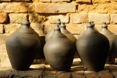 I vasi neri delle terraglie sono asciugati in Bhaktapur Immagini Stock Libere da Diritti
