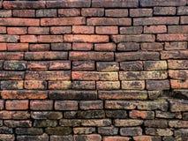 I vecchi mura di mattoni di costruzione lunga avranno una traccia dell'uso Fotografia Stock Libera da Diritti