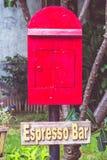 I vecchi precedenti rossi di rosso del postbox Fotografie Stock Libere da Diritti