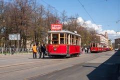I vecchi tram sulla via Fotografia Stock Libera da Diritti