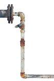 I vecchi tubi arrugginiti hanno invecchiato la conduttura isolata esposta all'aria Fotografia Stock Libera da Diritti