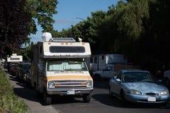 I veicoli ricreativi hanno parcheggiato lungo le vie a Mountain View, la California Fotografia Stock Libera da Diritti