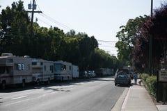 I veicoli ricreativi serviscono da alloggio per i lavoratori a Mountain View, la California Fotografia Stock Libera da Diritti