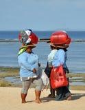 I venditori del ricordo si dirigono a casa, Bali Indonesia Fotografie Stock
