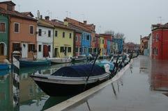 i Venedig den regniga dagen Arkivbilder