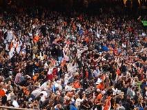 I ventilatori del Giants fanno l'onda durante gli inning ritardati Fotografia Stock Libera da Diritti