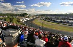 I ventilatori di NASCAR riempiono i basamenti immagini stock libere da diritti