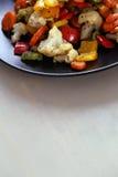 I verdi deliziosi risiedono nella tazza sulla tavola Fotografie Stock Libere da Diritti