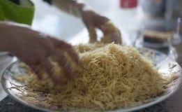 I vermicelli a casa hanno fatto l'elaborazione araba o asiatica dell'alimento immagine stock libera da diritti