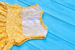 I vestiti dell'estate delle ragazze si chiudono su Fotografie Stock Libere da Diritti