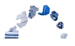I vestiti volano dal mucchio e cade isolato su bianco Fotografia Stock Libera da Diritti