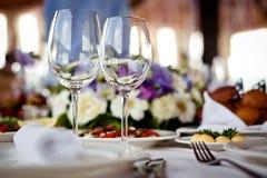 I vetri vuoti hanno impostato in ristorante Fotografia Stock