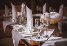 I vetri vuoti hanno impostato in ristorante Immagini Stock Libere da Diritti
