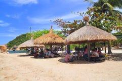 I viaggiatori stanno godendo del mare e di belle viste ad una località di soggiorno nella città di Ranh della camma Immagine Stock Libera da Diritti