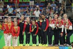 I vincitori completi della ginnastica del gruppo delle donne a Rio 2016 giochi olimpici team la Cina (l), il gruppo U.S.A. ed il  Fotografia Stock Libera da Diritti