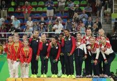 I vincitori completi della ginnastica del gruppo delle donne a Rio 2016 giochi olimpici team la Cina (l), il gruppo U.S.A. ed il  Fotografie Stock