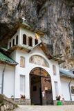 Ialomita洞修道院 免版税库存图片