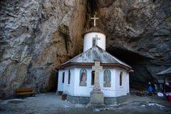 Ialomita kloster - som byggs i sekund xvi royaltyfria foton
