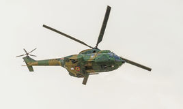 IAR-de Poema die elicopter in de hemel vliegen, belemmert aerobatic stock foto's