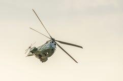 IAR-Puma elicopter Fliegen im Himmel, bremst aerobatic Stockfotos