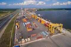 Iarda del contenitore nel porto marittimo Immagini Stock Libere da Diritti