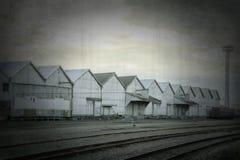 Iarde ferroviarie e tettoie di stoccaggio Immagini Stock Libere da Diritti