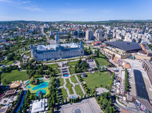 Iasi,罗马尼亚, 2017年7月:Iasi市中心和Palas购物中心aeria 库存图片