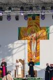 Iasi, Romênia - em maio de 2019: Papa Francisco na fase que escuta as palavras dos agradecimentos fotos de stock royalty free