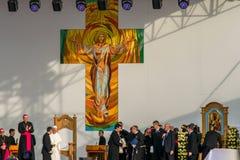 Iasi, Romênia - em maio de 2019: Papa Francisco que sae da fase imagem de stock