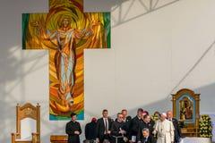 Iasi, Romênia - em maio de 2019: Papa Francisco que sae da fase fotografia de stock
