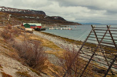 Iat velho das cabanas do ` s dos pescadores a costa imagens de stock