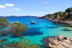 Iate amarrados em Cala Fornells, Majorca Fotografia de Stock