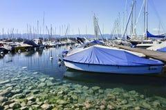 Iate amarrados em um porto em Genebra, Suíça Imagens de Stock