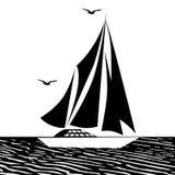 Iate da navigação com uma vela no mar aberto Imagens de Stock Royalty Free