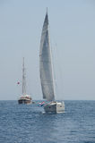Iate da navigação e navio de navigação no mar fotos de stock