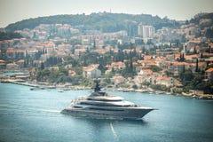 Iate do Kismet em Dubrovnik fotos de stock