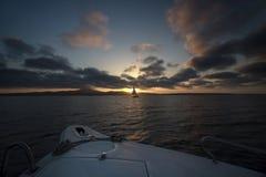 Iate do por do sol. Fotos de Stock Royalty Free