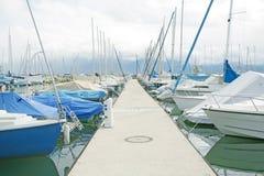 Iate e barcos em Ouchy, Switzerland Imagem de Stock