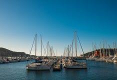 Iate e barcos na porta de Cartagenas. Imagens de Stock