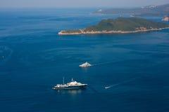 Iate e barcos no mar de adriático Imagem de Stock Royalty Free