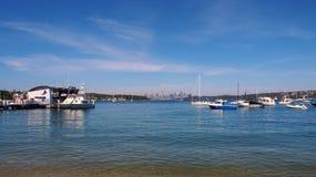 Iate e cais ancorados da balsa, baía de Watsons, Sydney, Austrália Fotos de Stock