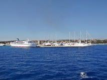 Iate e navios no porto do Rodes, Grécia Imagens de Stock