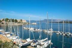 Iate em Corfu imagens de stock royalty free