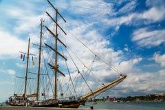 Iate grande no porto Foto de Stock Royalty Free